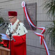 Odsłonięcie tablicy upamiętniającej śp. Lecha Kaczyńskiego